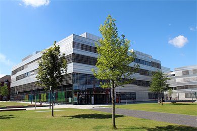View from Campus to building 4 of Campus Derendorf.