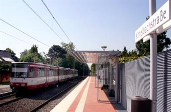 A red-and-white tram is waiting at the tram stop Kittelbachstraße.